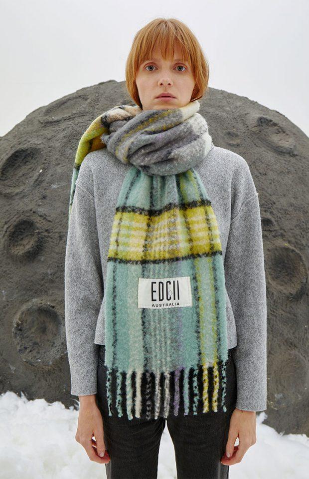 冰霜绿棉花糖羊毛围巾